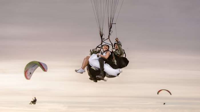 paragliding-bride-wedding-elopement-idea