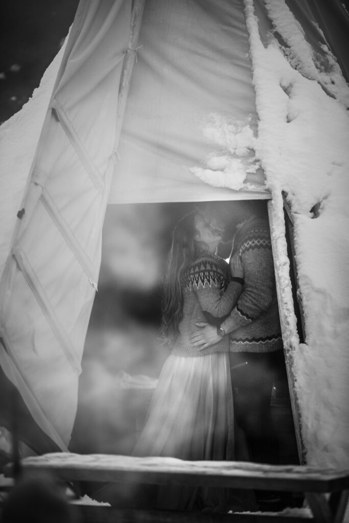 kåta-kärlek-vildmarksbröllop