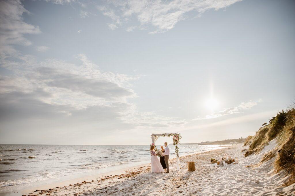 Strandbröllop-Löderups-strandbad-fotograf